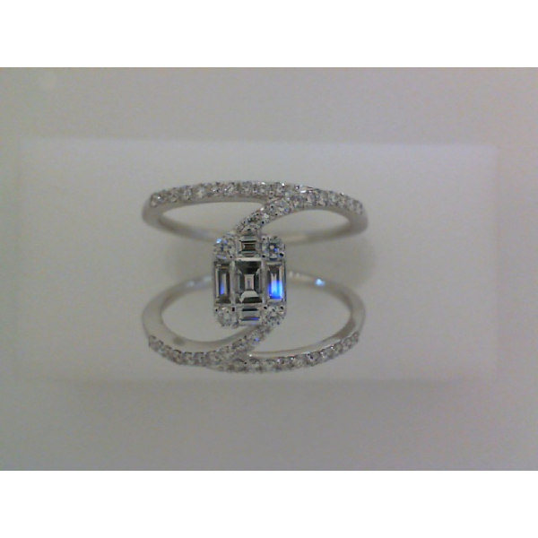 14KW Illusion Baguette and Round Diamond Ring 5BG=.26 44RBC=.33, Sz. 7